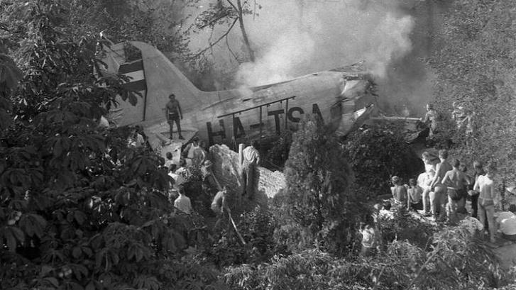 A lezuhant Malév-repülőgép roncsai