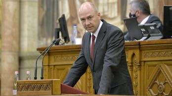 Nem foglalkozik a jogsértésekkel a magyar ombudsman, ezért leminősítenék