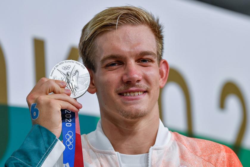 Rasovszky Kristóf ezüstérmes 10 kilométeres nyíltvízi úszásban: a 24 éves úszó így vette át érmét