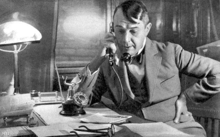 Kosztolányi Dezső író, költő, színikritikus 1928. november 12-én