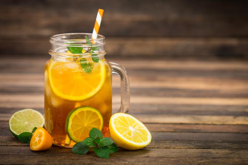 A megfigyelések szerint a borsmenta és a citrom is csökkenti az éhségérzetet. A borsmentatea hidegen és melegen is fogyasztható, nyugtató, alvássegítő hatásáról is ismert. A pihentető alvás a sikeres diéta alapfeltétele. Turbózd fel a teát citrommal, de a legjobb eredményért ne csak lével, hanem szeletekkel is. Ha meg tudod enni, az oldható rostok hozzájárulnak az emésztésed egészségéhez is.