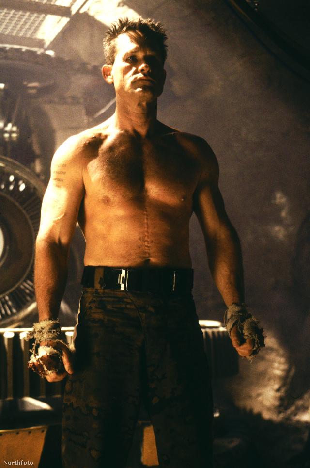 Kurt Russell a Katona című filmben 1998-ban