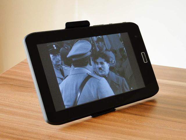 Nem csak Chaplint, de a HD-t is lejátssza, bár csak 800x480 pixelen. Ennyiért nincs rajta HDMI