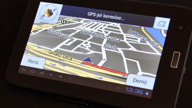 Az iGo kezelése kicsit elüt az Androidétól, de a kétujjas nagyítás legalább működik