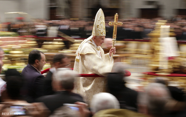2012-12-25T045731Z 40396130 GM1E8CP0JWZ01 RTRMADP 3 POPE