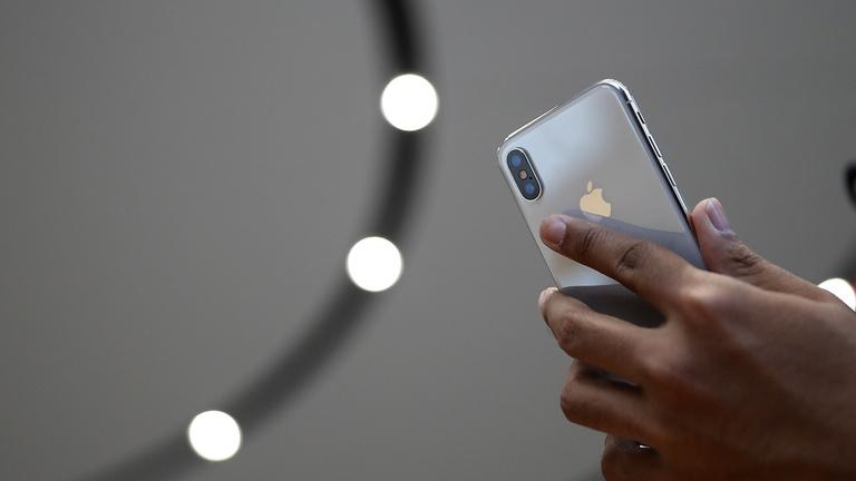 Pedofilokra vadászik az Apple a készülékein