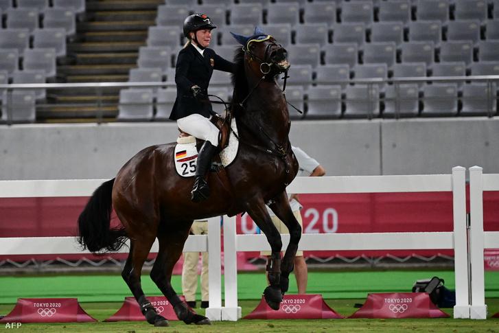 Annika Schleu nem bírt a Saint Boy nevű lóval, ez pedig a versenyébe került