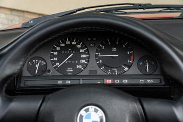 Ennél sokkal jobb óracsoportot azóta se találtak fel - a BMW helyében megoldanám, hogy lehessen a mai LCD-re ilyen kijelzőt választani