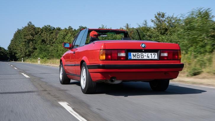 Az E30 kapott dízelmotort is, de Cabrioba azt nem építették. Az M3 sportmotorját bezzeg igen, azok ma nagyon drágák
