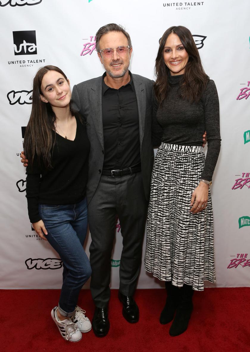 Coco édesapjával, David Arquette-tel és annak feleségével 2019-ben egy filmes eseményen.