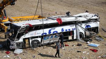 Legkevesebb 21-en meghaltak két törökországi buszbalesetben