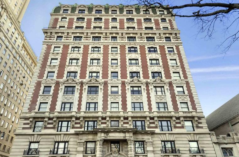 A 76 éves Oscar-díjas színész és a tőle 25 évvel fiatalabb színésznő összesen 21,5 millió dollárért (6,4 milliárd forintért) kínálja eladásra a lakást, amely az 1908-ban épített Kenilworth nevű épület legfelső emeletén található.
