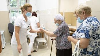 Időseknek, krónikus betegeknek ajánlott a harmadik vakcina