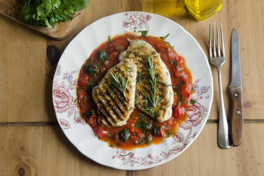 Fűszeres, paradicsomos szószban sült csirkemell: minél tovább pácolod, annál finomabb