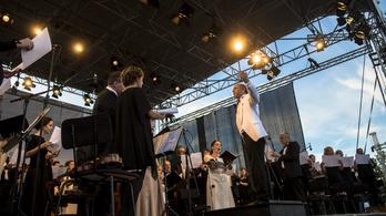 A Balatonnál turnézik a Budapesti Fesztiválzenekar