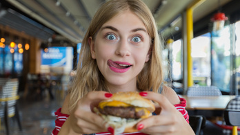 Kísértésbe vitte a McDonald's sajtburgere, perre megy egy ortodox nő