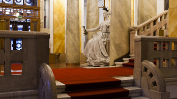 Döntött a bíróság, tartásdíjat kell fizetnie egy nyolc éve kómában fekvő magyar nőnek