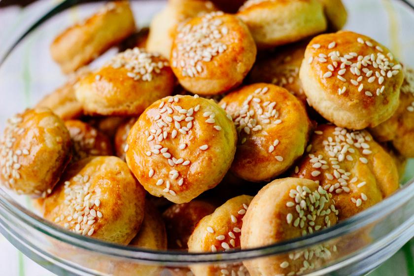 Sütőporos pogácsa a nagyi receptje szerint: pihentetés nélkül is magasra nő a tészta