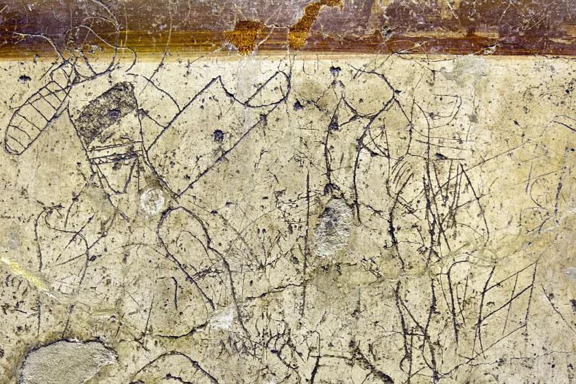 Két gladiátort ábrázoló graffiti.