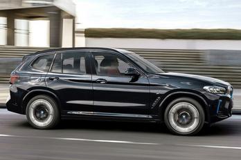 Hat hónap után újul meg a BMW iX3