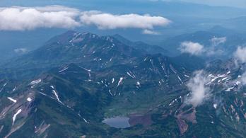 Kráterbe zuhant egy helikopter, többen eltűntek a Kamcsatka-félszigeten