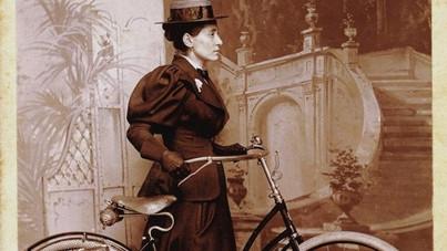Jócskán kiszínezte a kalandjait, de tény, hogy ő volt az első nő, aki körbebiciklizte a Földet