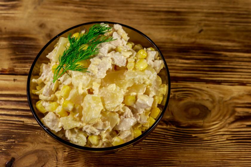 Krémes csirkés kukoricasaláta almával: jól behűtve az igazi