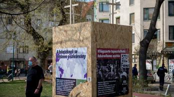 40 ezer forintot kell fizetnie a nőnek, aki X-et rajzolt a Mi Hazánk és a Légió Hungária plakátjaira