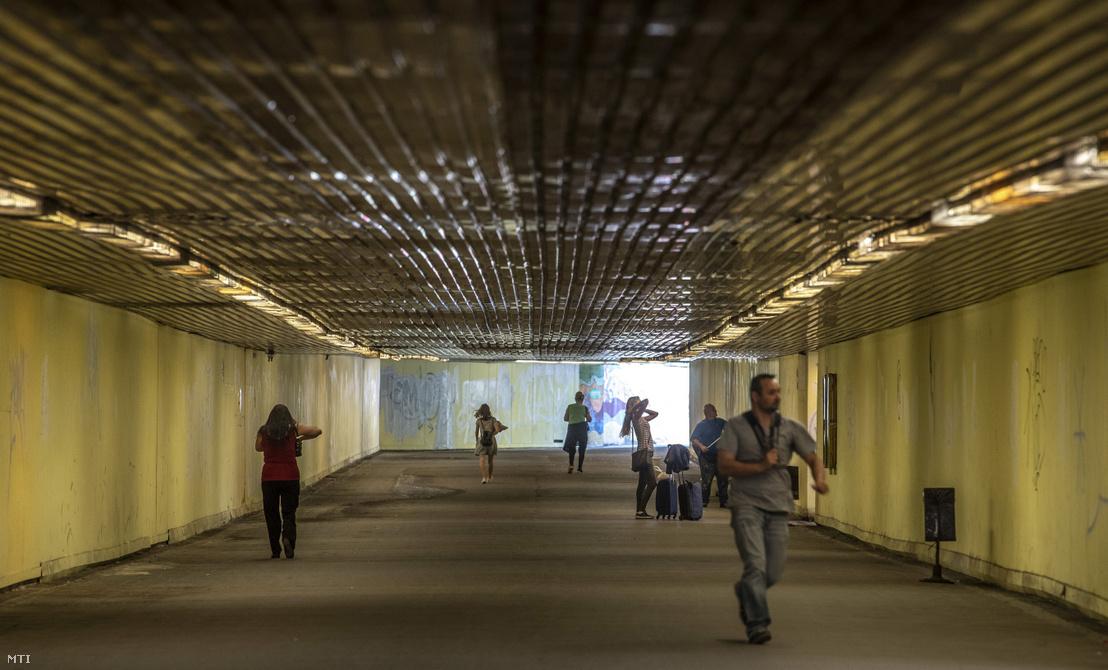 Peronokhoz vezető aluljáró a Kelenföld vasútállomáson