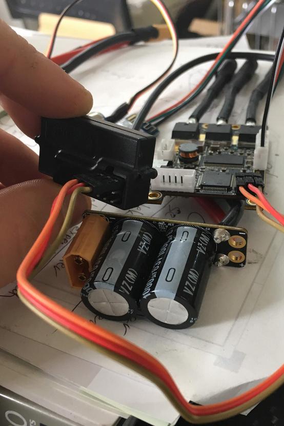 A motorvezérlőm a rádiós távirányító jeladójával