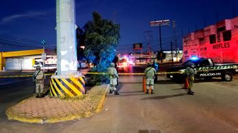 Félmeztelen férfi holttesteket találtak fellógatva egy mexikói hídon
