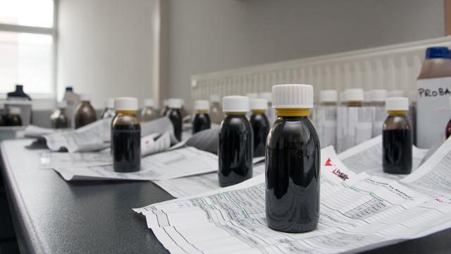Egységes üvegcsék, hogy ne kerüljenek a mintába zavaró anyagok