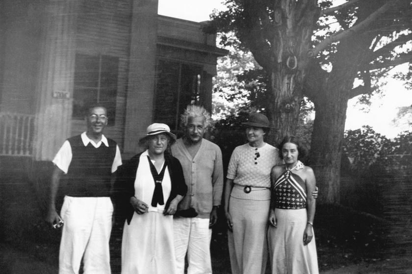 Robert Oppenheimer és felesége Elsa, Einstein, Margarita Konenkova és lánya, Margot