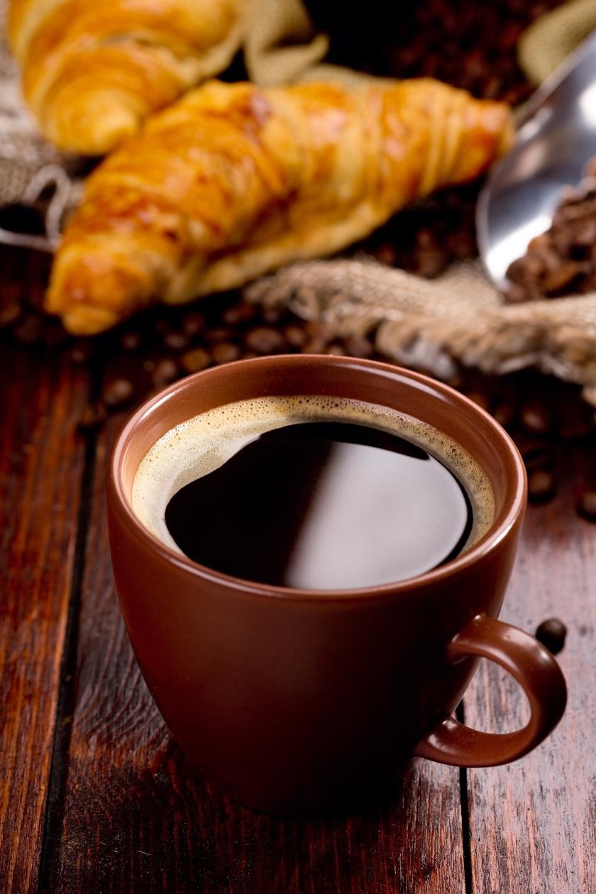 kávé és croissant álló