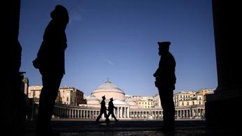 Nők a maffiában: szökés közben fogták el a nápolyi keresztanyát