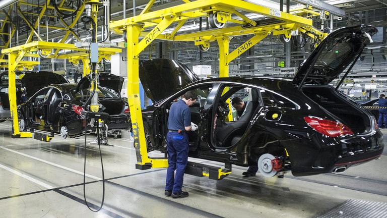 Ezt is megérzi a GDP: újabb hétig áll a Mercedes Kecskeméten