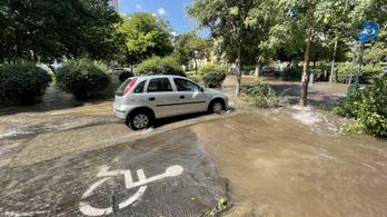 Víz alatt a Béke tér, beszakadt a járda is
