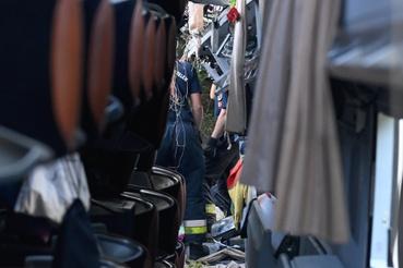 Olyan nagyerejű volt az ütközés, hogy a Tourismo bal oldala eltűnt (fotó: MTI)