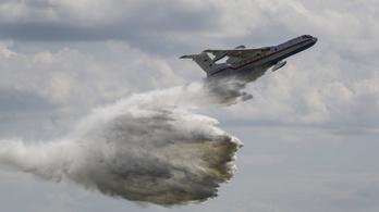 Putyin kitüntette a lezuhant tűzoltógép személyzetét