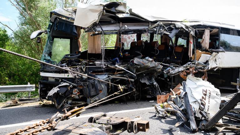 Jajgatás és kiabálás verte fel a csendet – megszólaltak a buszbaleset elszenvedői