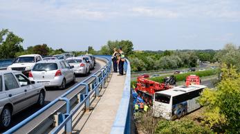 Egy utast életveszélyes sérülésekkel ápolnak Siófokon