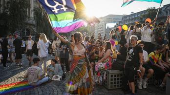 Szenteltvízzel locsolták fel a bukaresti Pride-felvonulási útvonalát