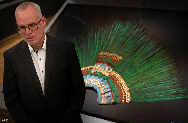 Gerard van Bussel, az Etnológiai Múzeum kurátora és az azték tollkorona