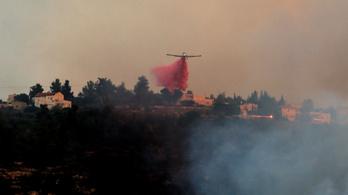 Tízezer embert evakuálnak a Jeruzsálem környéki tűz miatt, egy pszichiátriai ápolt eltűnt