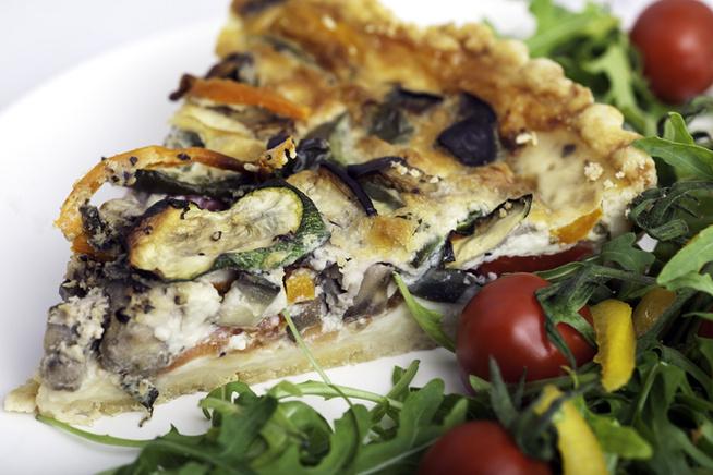 Néhány karika mozzarellával is megtámogathatod az olaszos hangulatot.