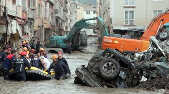 Hetven felett a törökországi áradások áldozatainak száma