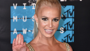 Nem plasztikáztatott, mégis megnőttek Britney Spears mellei - mutatjuk, kik jártak még így