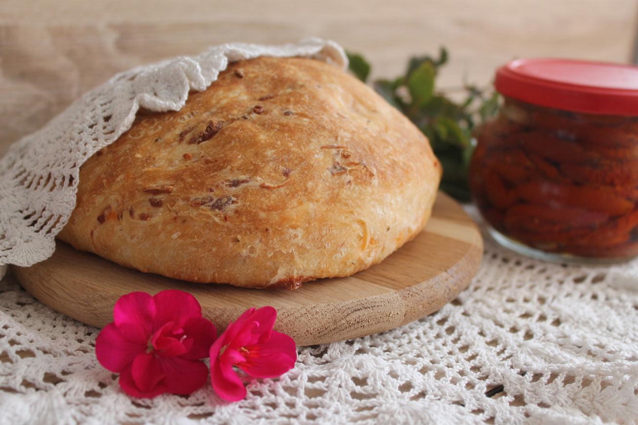 aszalt-paradicsomos-kenyer