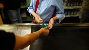 Befellegzett a mágnescsíkos bankkártyáknak