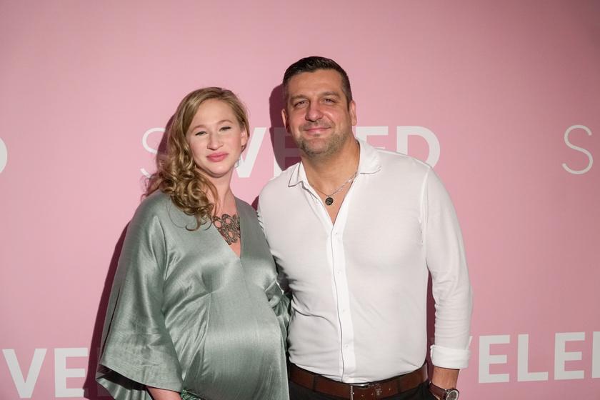 Csányi Sándor és az akkor várandós Tenki Réka a Seveled című film bemutatóján 2019 decemberében.